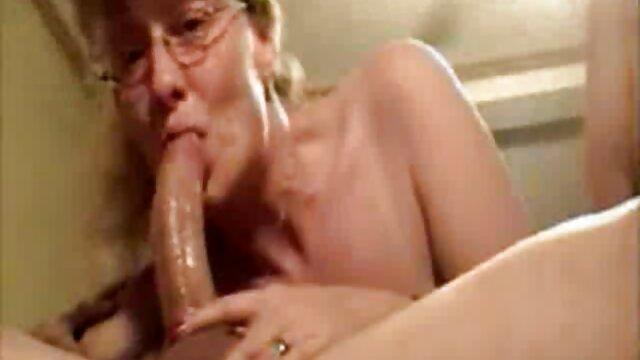 MAMÁ CALIENTE mujeres viejitas teniendo sexo SEXO TAN DURO EN LA FALDA - JP SPL
