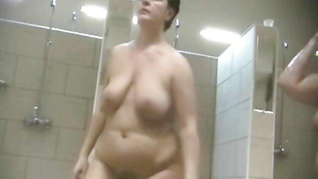 Christy Canyon y Rikki videos viejitas xxx Blake en la piscina.