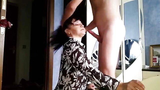 Femdom - puño de viejitas cojiendo con negros látex