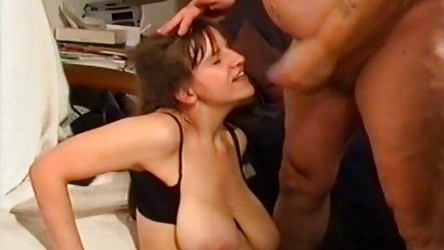 Gangbang videos de viejitas haciendo sexo de billar
