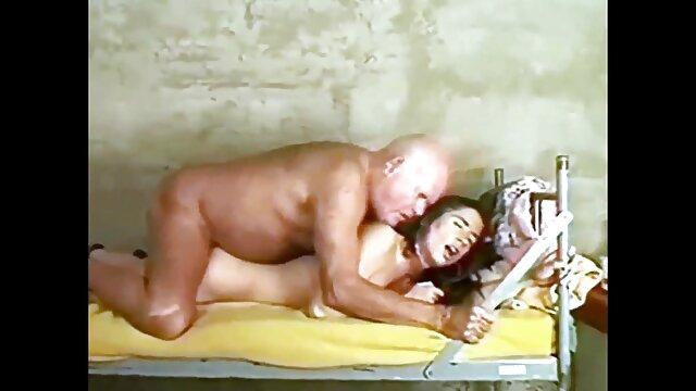 Chica viejitas culonas follando negra caliente y diversión anal