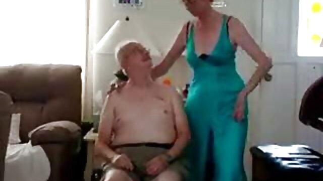 Claudia Downs y Allison viejas cojiendoxxx en acción lésbica