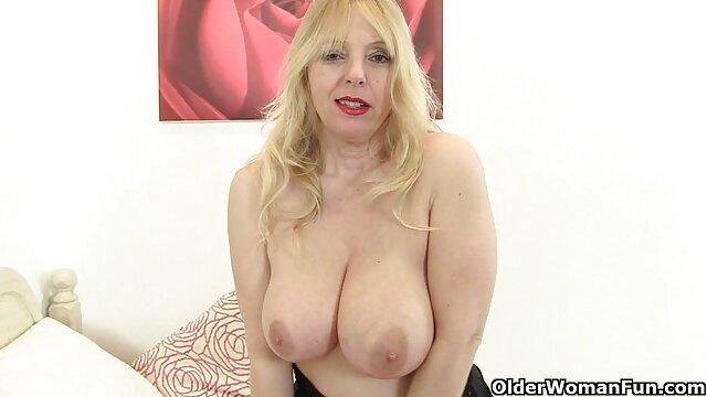 La viejitas xx abuela se desnuda y juega